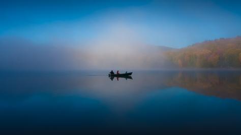 Brume matinale sur le Petit Lac Munroe, Mont-Tremblant