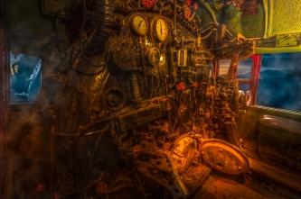 Photo-montage illustrant une locomotive à vapeur en marche à partir du point de vue du conducteur