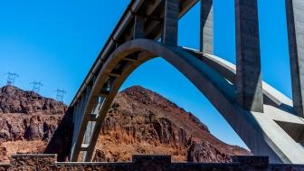 Pont Mike O'Callaghan–Pat Tillman Memorial Bridge sur le Colorado près du barrage Hoover au Nevada