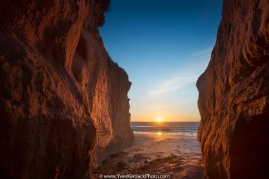 Sunrise between rocks at Dune du sud on Havre-aux-Maisons in Magdalen Islands, Quebec ----- Lever du jour sur les rochers de la Dune du sud a Havre-aux-maisons aux Iles-de-la-Madeleine, Quebec