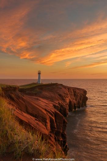 Coucher de soleil au phare du Borgot à l'Étang-du-Nord aux Îles-de-la-Madeleine, Québec