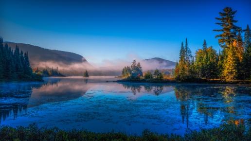 Petite brume matinale sur le Lac Munroe, Mont-Tremblant