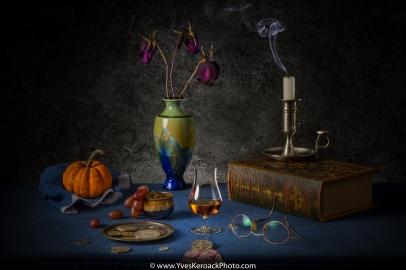 Nature morte avec verre de whisky