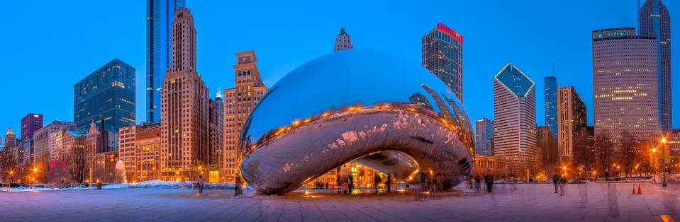 La sculpture « Cloud Gate » de l'artiste britannique Anish Kapoor située dans le Millennium Park à Chicago