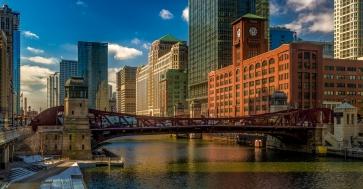 La rivière Chicago aux abords du pont de la rue Lasalle