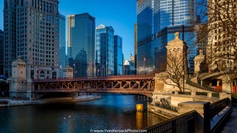 Le pont DuSable sur la rivière Chicago