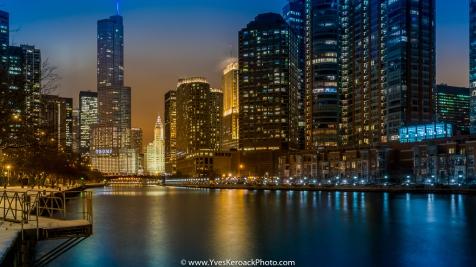 La Rivière Chicago à l'heure bleue