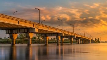 Lever du jour sur le pont Clément de l'autoroute Bonaventure