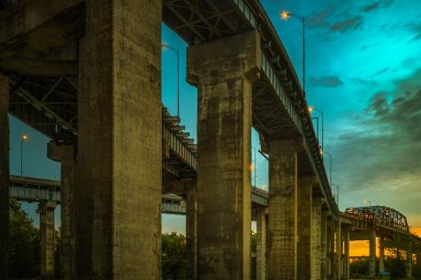 Les approches sud du pont Mercier en fin de journée