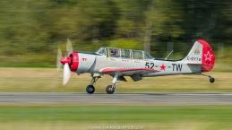 Mario Hamel pose son Yak 52 TW