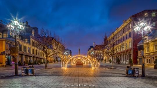 La place Jacques-Cartier à Montréal, Québec est illuminée pour les Fêtes