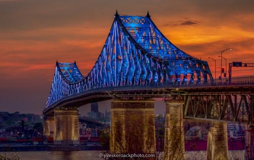 Le pont Jacques-Cartier illuminé